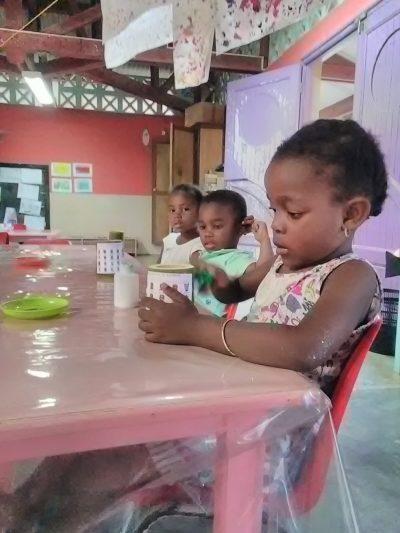 Développement durable dans les écoles de Mayotte: Atelier de préparation pour le Marché de Noël